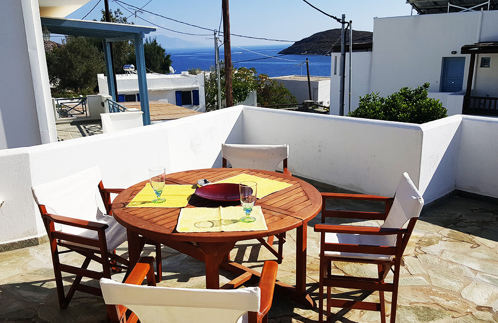 Apartment Almira in Livadakia Serifos in near the beach and offers a relaxed accomodation