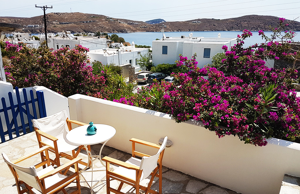House for rent Avra is near the main town of Serifos, has 2 bedrooms, 1 kitchen and bathroom