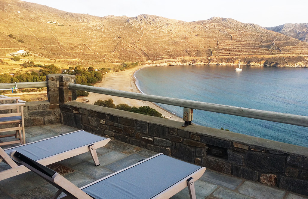 House for rent villa Ganema offers a magnificent view at the sea of Serifos