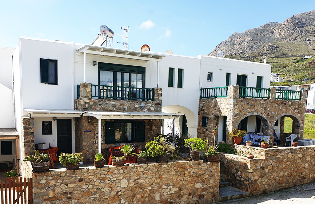 House Ampeli in Livadakia, Serifos, hosts 4 persons, is near the sea and has a great view